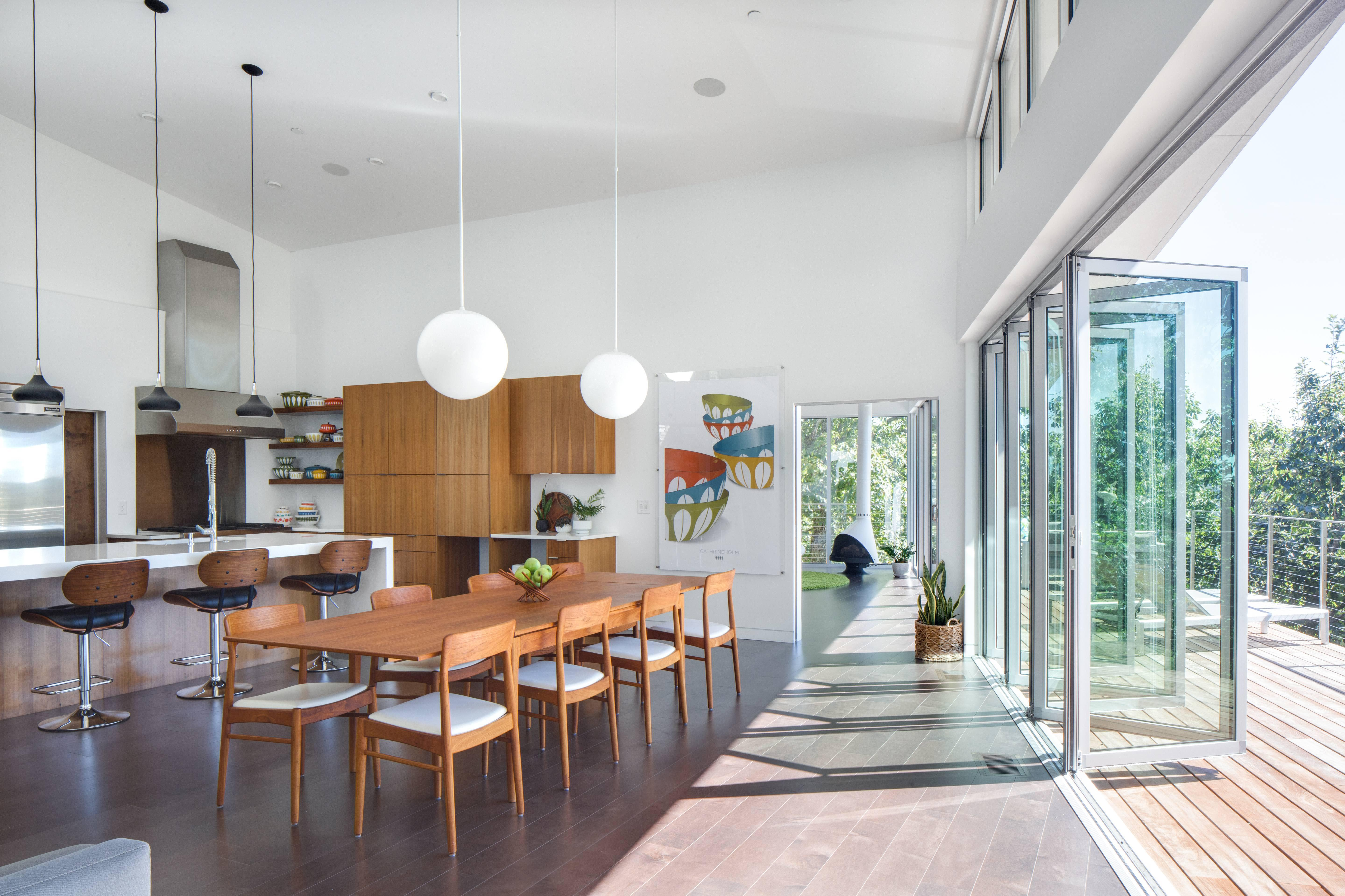renovated-mid-century-modern-interior-with-opening-glass-walls