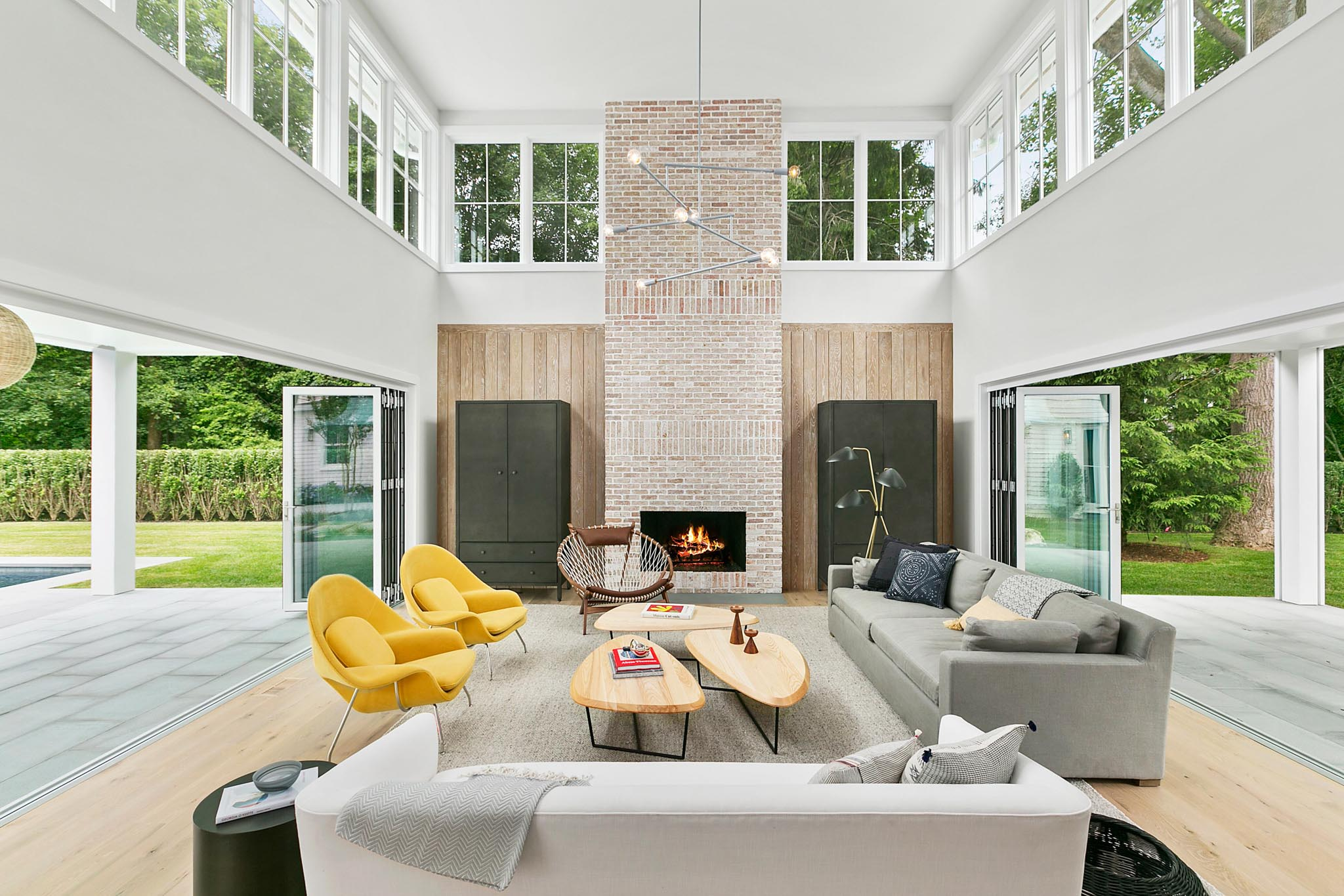 indoor/outdoor design inspiration with large openiing glass walls
