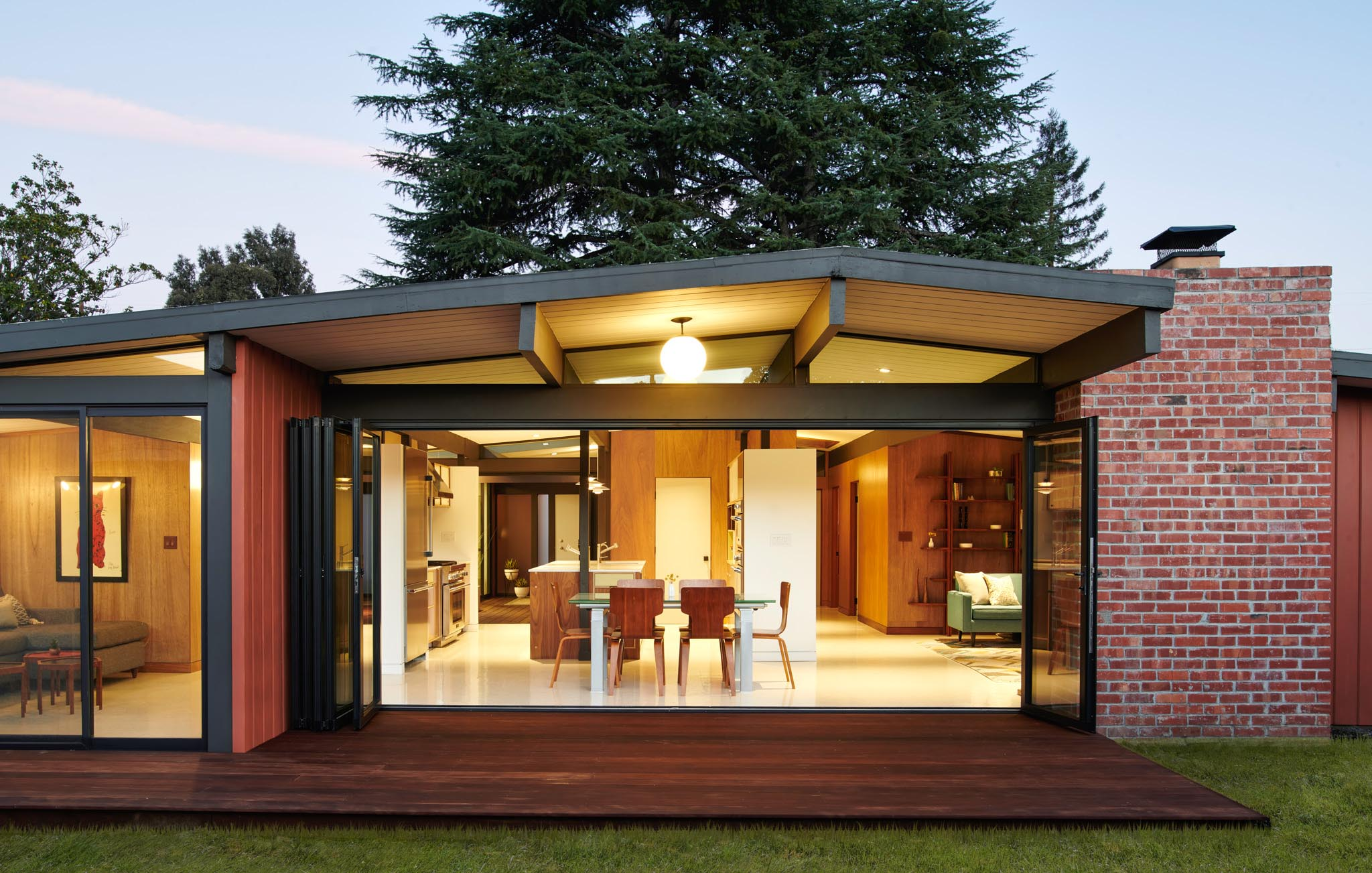 Eichler homes remodel with folding glass wall to let the outdoors in
