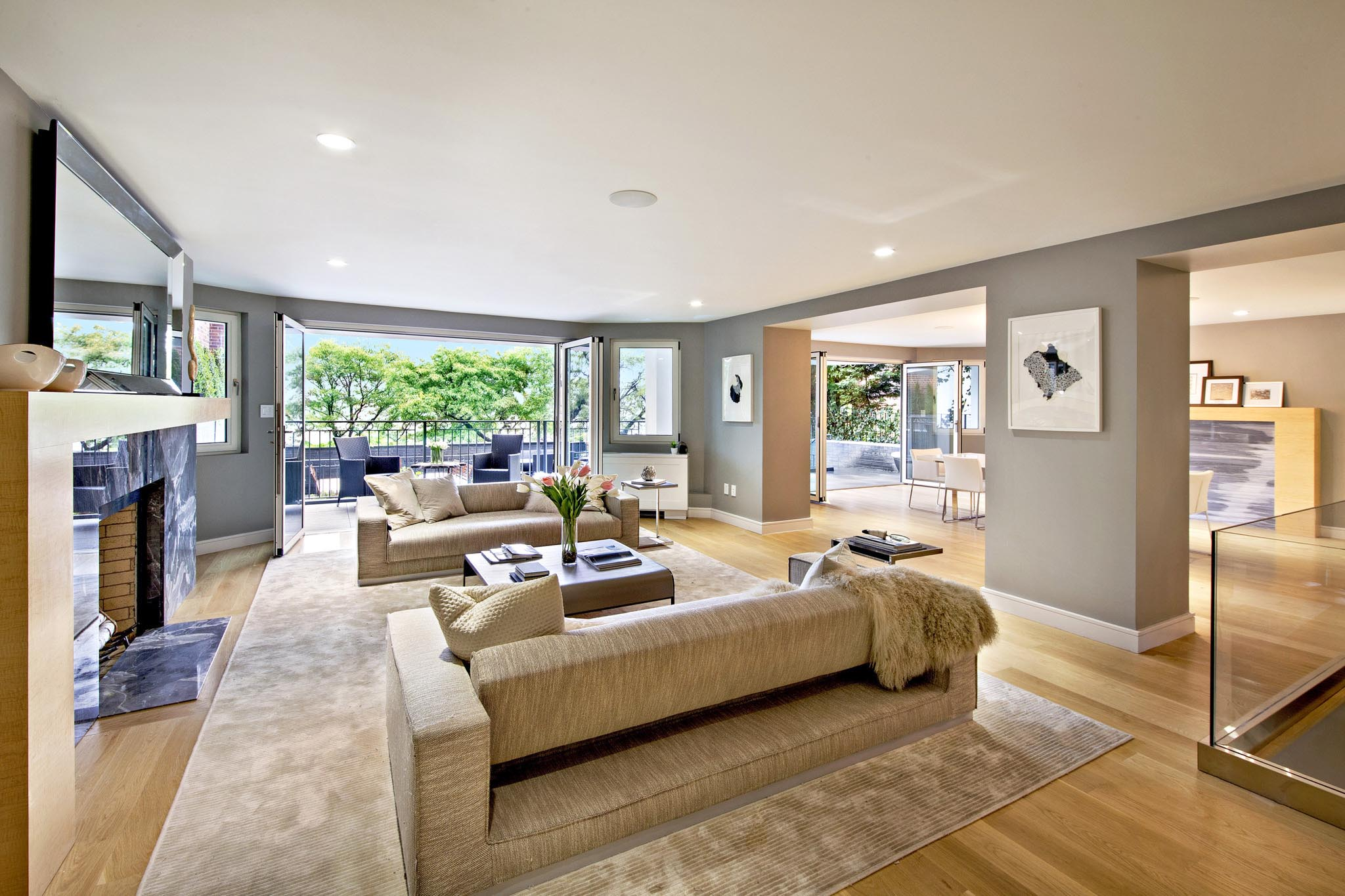 new york city highend townhome with indoor/outdoor living and folding glass walls