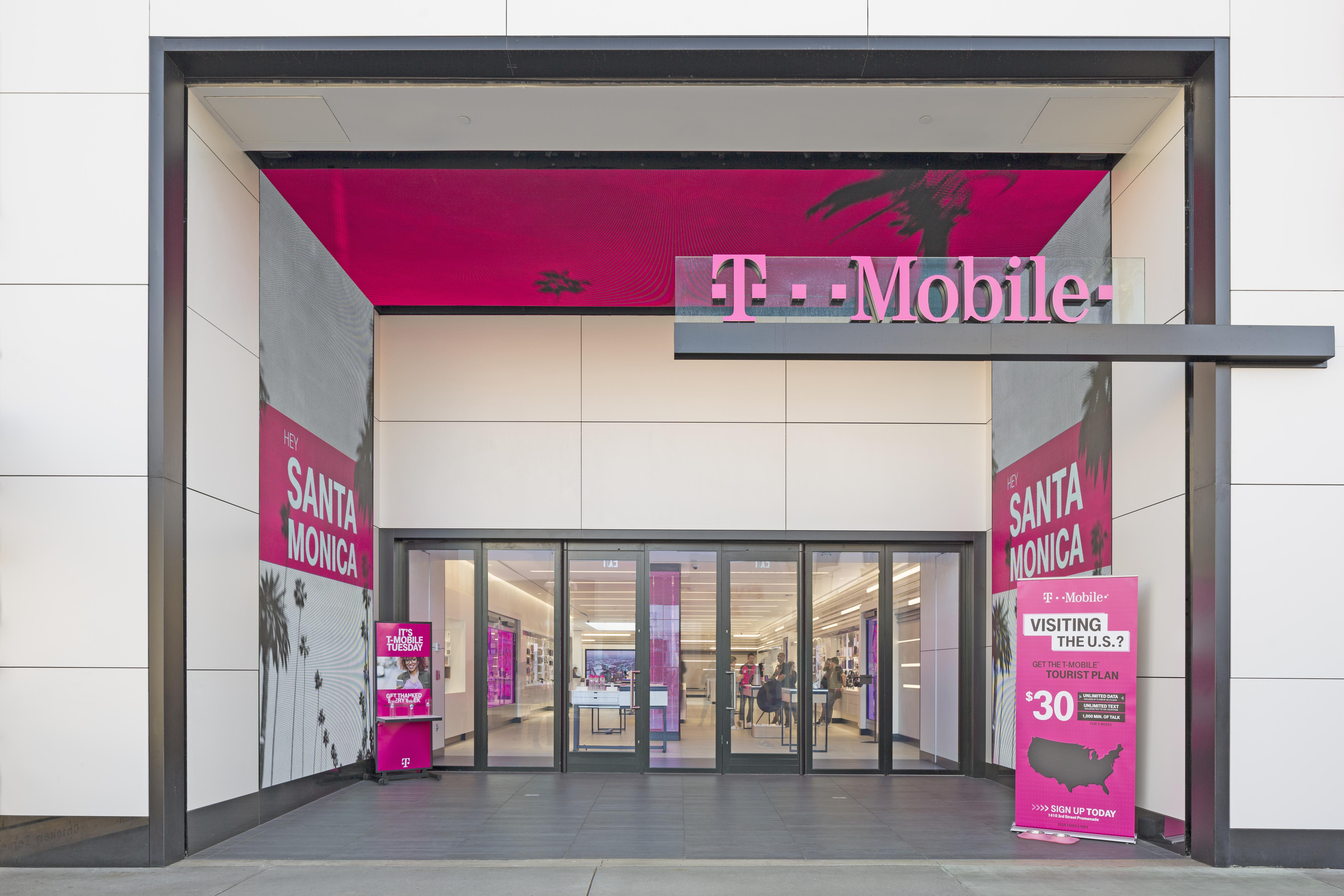 How This T-Mobile Store Manages to Usher In Customer After