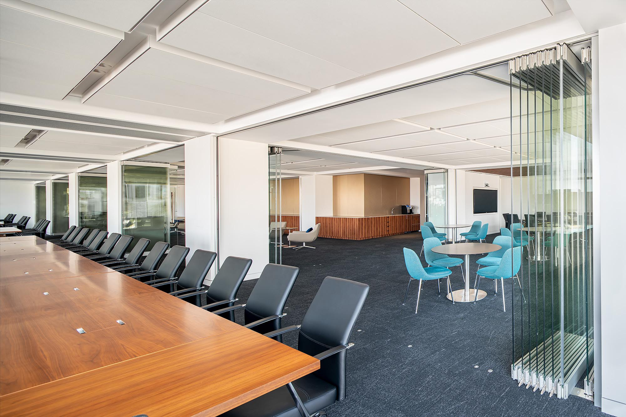 conference-room-with-opening-frameless-glass-walls